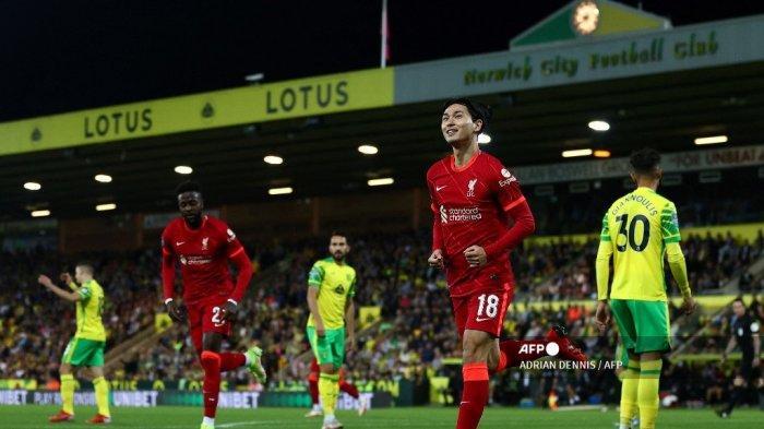 Gelandang Liverpool Jepang Takumi Minamino merayakan gol pembuka pada pertandingan sepak bola putaran ketiga Piala Liga Inggris antara Norwich City dan Liverpool di Stadion Carrow Road di Norwich, Inggris timur, pada 21 September 2021.