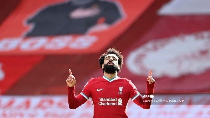 Gelandang Liverpool Mesir Mohamed Salah merayakan gol pertama timnya selama pertandingan sepak bola Liga Premier Inggris antara Liverpool dan Aston Villa di Anfield di Liverpool, Inggris barat laut pada 10 April 2021.