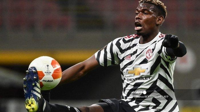 Gelandang Manchester United Prancis Paul Pogba mengontrol bola pada pertandingan leg kedua babak 16 besar Liga Europa UEFA antara AC Milan dan Manchester United di stadion San Siro di Milan pada 18 Maret 2021. Marco BERTORELLO / AFP