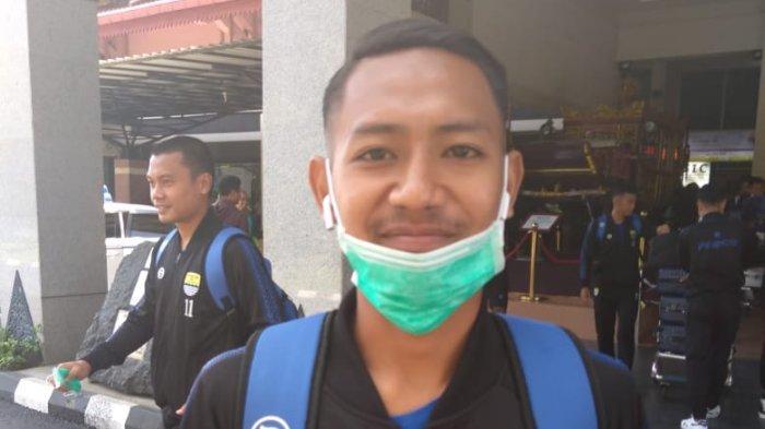 Tak Bisa Mudik, Wonderkid Persib Bandung ini Bersilaturahmi via Video Call