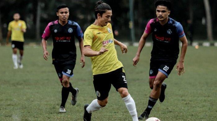 Gelandang PSS Sleman, Kim Jeffrey Kurniawan saat tampil di uji tanding kontra Ebod Jaya FC, Jumat (19/3) kemarin. Dok. PSS Sleman