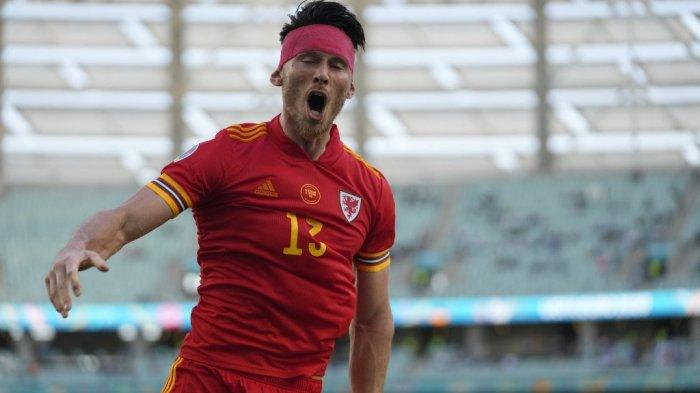 Gelandang Wales Kieffer Moore merayakan setelah mencetak gol penyeimbang pada pertandingan sepak bola Grup A UEFA EURO 2020 antara Wales dan Swiss di Stadion Olimpiade di Baku pada 12 Juni 2021. Darko Vojinovic / POOL / AFP
