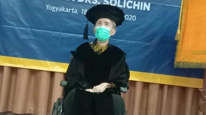 Gelar Doktor Honoris Causa untuk Drs. H. Solichin Sebagai Pelestari Wayang