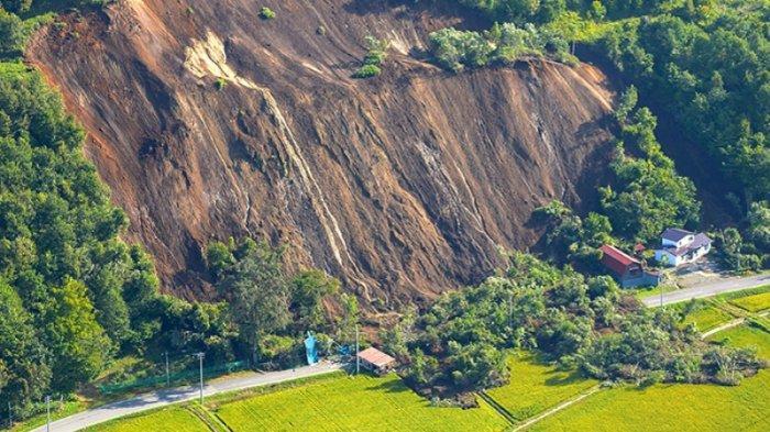 Longsoran gunung di Hokkaido akibat gempa bumi 6 September 2018 pagi hari.