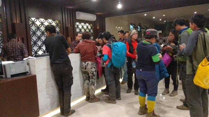Evakuasi Wisman dari Puncak Rinjani Banjir Pujian