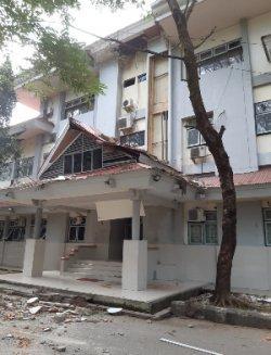 Satu bangunan di Universitas Pattimura, Maluku, mengalami rusak ringan akibat gempa pada Kamis, (26/9/2019) pagi. (BNPB)