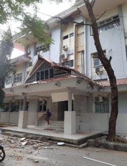 Satu bangunan Universitas Pattimura, Ambon, Maluku, mengalami rusak ringan akibat gempa berkekuatan M 6,8 pada Kamis, (26/9/2019) pagi.