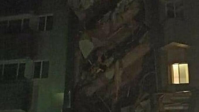 Struktur beton di bangunan bertingkat gedung gubernuran Pemerintah Provinsi Sulawesi Barat hancur remuk pasca gempa susulan mengguncang wilayah Sulawesi Barat (Sulbar), Jumat (15/1/2021) sekitar pukul 02.30 WITA.