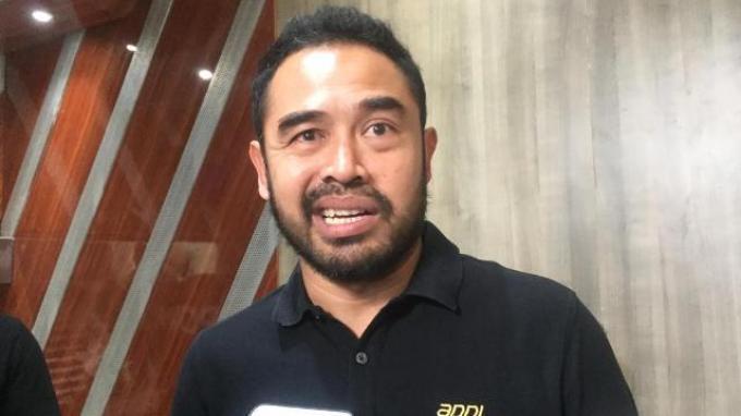 General Manager APPI, Ponaryo Astaman saat diwawancarai setelah menghadiri acara penyerahan surat rekomendasi penyelenggaraan Liga 1 2020 dari BOPI ke PT LIB di Kemenpora, Senayan, Jakarta, Jumat (21/2/2020).