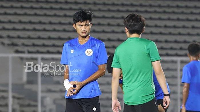 Genta Alparedo tengah berlatih dalam pemusatan latihan timnas Indonesia di Stadion Madya, Senayan, Jakarta, 11 Mei 2021.