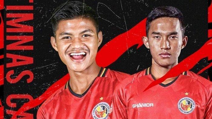 Dua pemain Semen Padang FC M Fadhil Aditya (bek tengah) dan Genta Alparedo (gelandang).