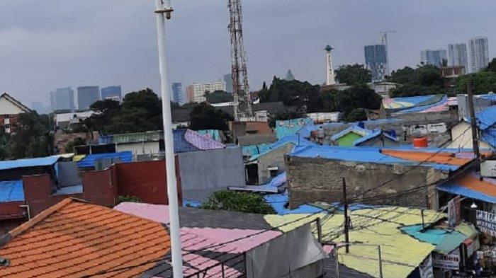 Menilik Warna Warni Atap Rumah Warga di Sekitar Jalan Layang Lenteng Agung Jakarta Selatan