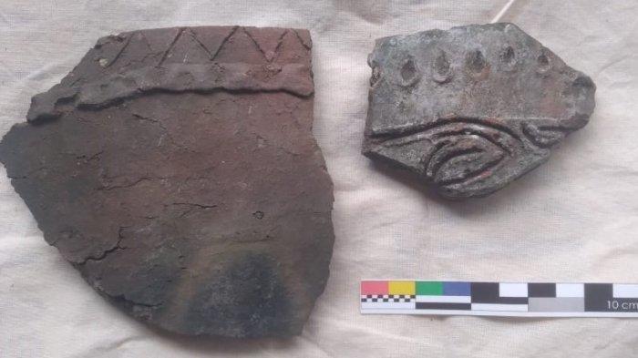 Pecahan Gerabah Hias Kuno Ditemukan di Situs Kampung Lama Abar Sentani Papua