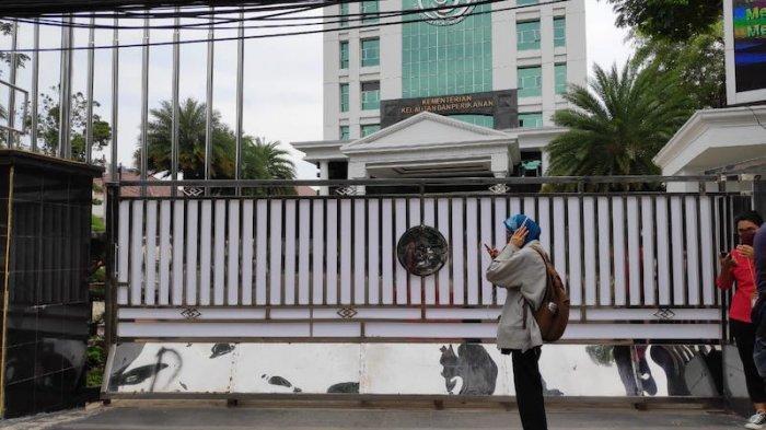 Edhy Prabowo Diciduk OTT KPK, Gerbang Kantor Kementerian KKP Tertutup Rapat
