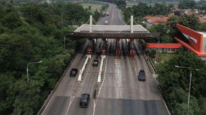 Gerbang tol Merak, Banten, Selasa (21/5/2019). Pekerjaan pelebaran jalan di ruas tol Tangerang - Merak dimulai dari KM 39 hingga KM 51 dan dijadwalkan rampung pada September 2019 merupakan titik Irawan kemacetan saat mudik lebaran.