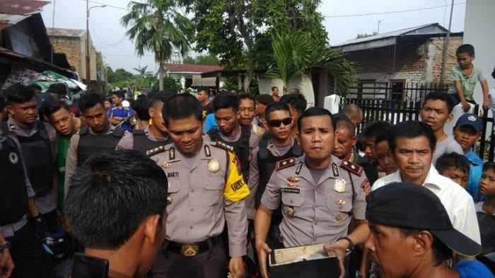 Gerebek Wilayah Rawan Narkoba, Polisi Juga Temukan Ini