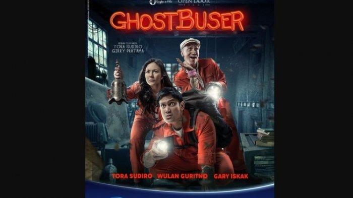 Wulan Guritno, Tora Sudiro, dan Gary Iskak dalam film horor komedi Ghost Buser (2019).(Open Door Films)