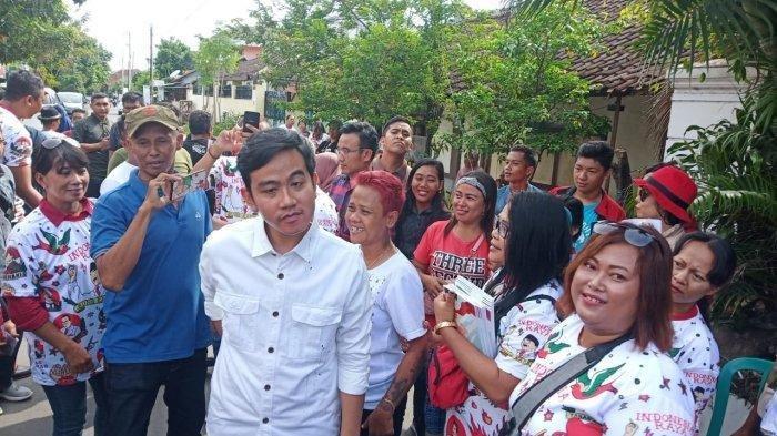 Bakal calon wali kota Solo dari PDI Perjuangan (PDIP), Gibran Rakabuming Raka melakukan blusukan di Kelurahan Karangasem, Kecamatan Laweyan, Solo, Kamis (26/12/2019).