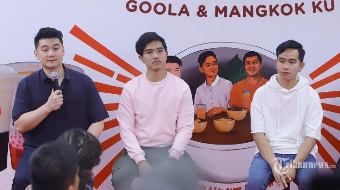 Gibran Rakabuming, Kaesang Pangarep, dan Chef Arnold Po (kanan ke kiri) menghadiri peluncuran kolaborasi Mangkok Ku dan Goola, di Jakarta, Senin (21/10/2019). Kolaborasi Mangkok Ku dan Goola menghadirkan satu gerai makanan yang akan mempermudah pelanggan memperoleh makanan dan minuman berkualitas dengan cita rasa khas Indonesia. Tribunnews/Herudin