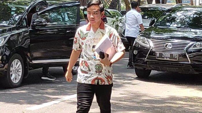 Gibran Rakabuming Raka menyambangi kediaman Ketua Umum PDI-Perjuangan, Megawati Soekarnoputri, di Jalan Teuku Umar No.27, Menteng, Jakarta Pusat, Kamis (24/10/2019) siang.