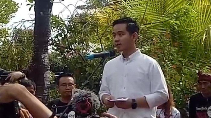 Gibran Rakabuming, putra Presiden Jokowi, menyampaikan pidato politik pertamanya sebelum mendaftar mejadi calon Wali Kota Solo, Kamis 912/12/2019). TRIBUNSOLO.COM/ADI SURYA SAMODRA