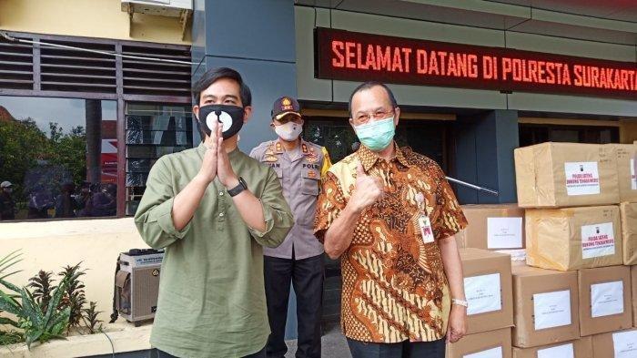 Girban Rakabuming dan Achmad Purnomo ketika berada di Polresta Solo, Selasa (28/4/2020).