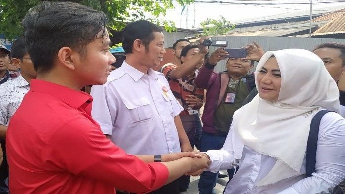Gibran Rakabuming (kiri) dan Diah Warih (kanan) bertemu di Kantor DPD PDIP Jateng, Semarang, Kamis (12/12/2019) siang