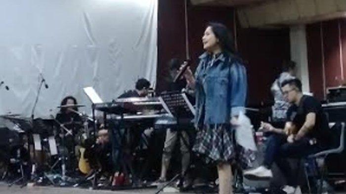 Nagita Slavina alias Gigi saat ditemui di sela latihan jelang konser Tegar 2.0 di kawasan Cilandak Jakarta Selatan
