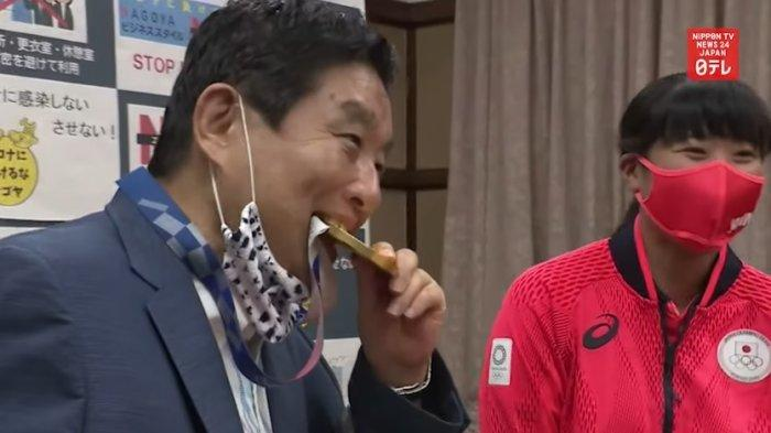 Wali Kota di Jepang Dihujat Usai Gigit Medali Emas Atlet, Kini Janji Ganti dengan Medali Baru