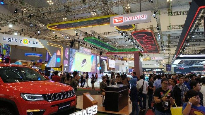 Keriuhan pengunjung di pameran otomotif Gaikindo Indonesia Auto Show (GIIAS) 2019 hari ketiga, Sabtu (21/7/2019)