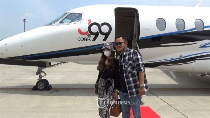 Pasangan pengusaha muda Gilang Widya Pramana owner J99 Corps dan Shandy Purnamasari founder MS Glow Beauty.