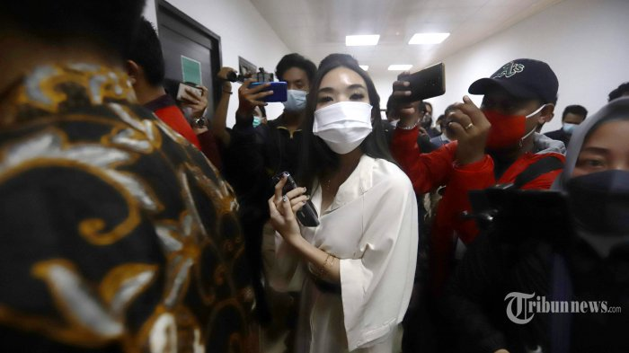 Artis sekaligus penyanyi, Gisella Anastasia atau yang akrab disapa Gisel mendatangi Pengadilan Negeri (PN) Jakarta Selatan, Selasa (23/3/2021). Gisel hadir di PN Jakarta Selatan untuk memberikan kesaksian pada sidang dua terdakwa penyebar video asusilanya dengan Michael Yukinobu de Fretes alias MYD. Tribunnews/Herudin
