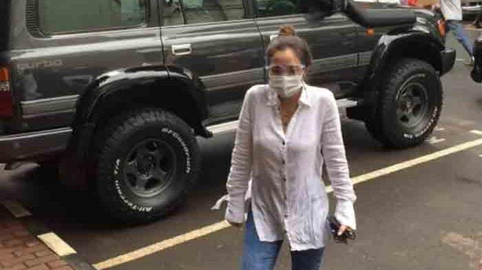 Gisella Anastasia alias Gisel usai menjalani wajib lapor di Polda Metro Jaya, Senin (18/1/2021).