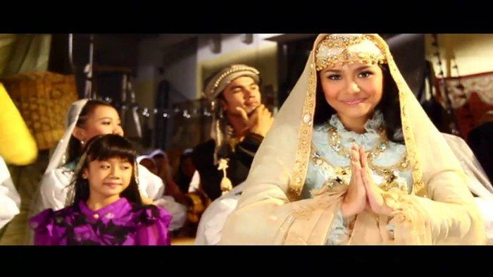 Download MP3 Lagu Idul Fitri - Gita Gutawa, Lengkap dengan Video Klipnya