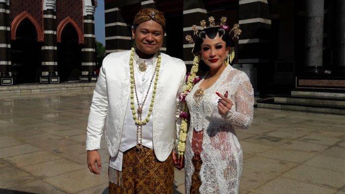 - Pedangdut Nabila Gomes resmi menjadi istri dari Muhammad Reza, setelah mereka menggelar akad nikah di Masjid Kubah Emas Depok, Jawa Barat, Jumat (28/5/2021).
