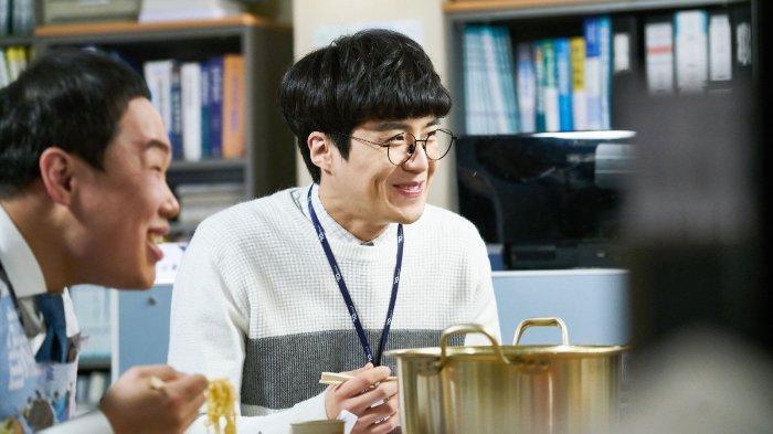 Kim Seon-ho sebagai Seon Sang-tae di drakor Good Manager.