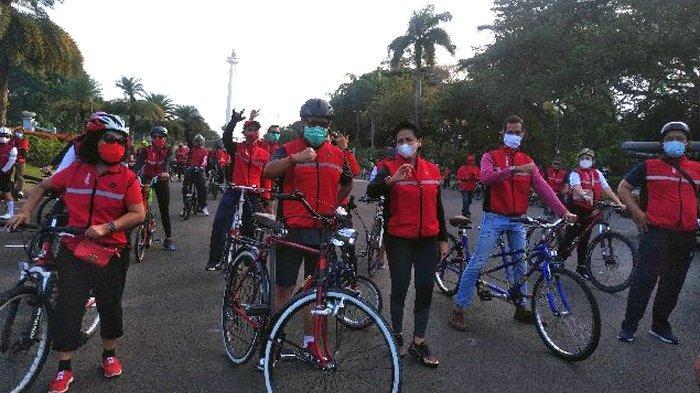 Gowes Bareng PDIP, Hasto Gunakan Sepeda Ontel Warisan dari Kakek