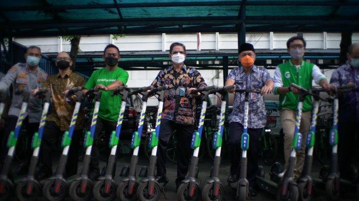 Grab Serahkan Sepeda Listrik dan GrabWheels ke Dishub DKI Jakarta