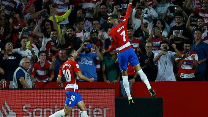Granada kalahkan Barcelona (@granadacf)