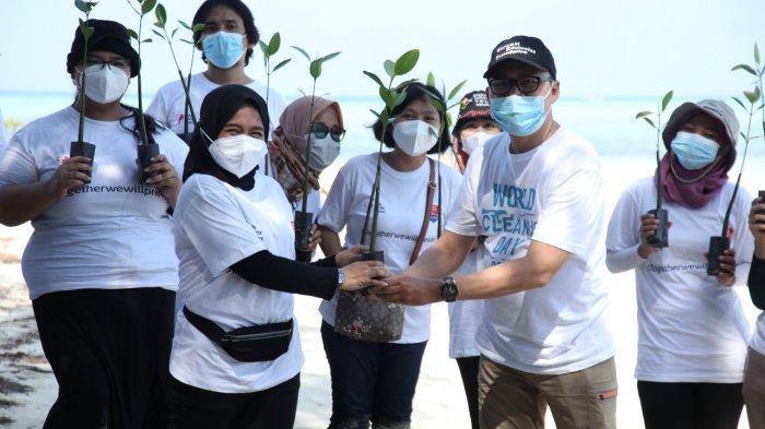 Penanaman Mangrove untuk Atasi Ancaman Kehidupan Biota Laut