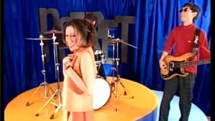 Chord Gitar dan Lirik Lagu Salah - Potret: Ku Cinta Kamu Bukan Berarti Ku Tak Mendua
