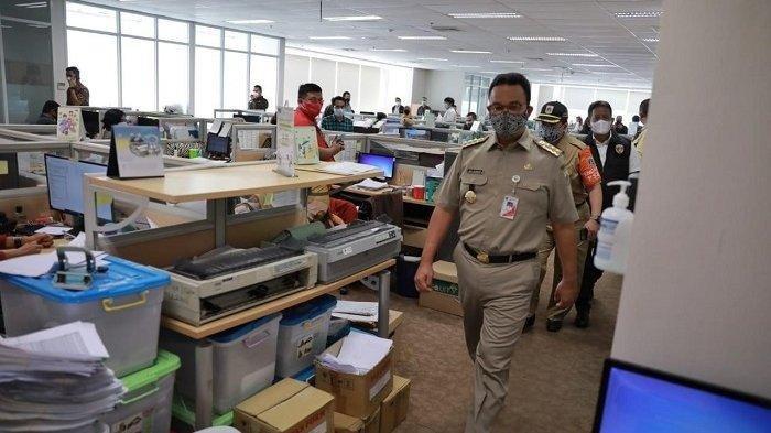 Gubernur DKI Jakarta Anies Baswedan saat melakukan sidak di gedung Sahid Sudirman Center, Tanah Abang, Jakarta Pusat, Selasa (6/7/2021).