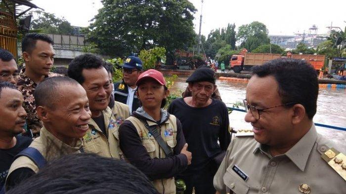 Gubernur DKI Jakarta Anies Baswedan di Pintu Air Manggarai, Selasa (25/2/2020).(KOMPAS.COM/ RINDI NURIS VELAROSDELA)
