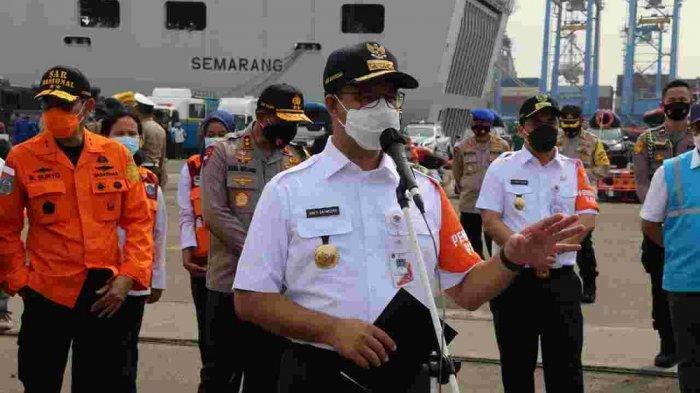 Siasat Gubernur Anies Halau Banjir Jakarta: Gerebek Lumpur, Perahu Khusus untuk Pengungsi Covid-19