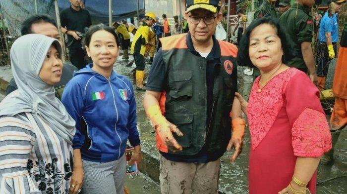 Reaksi Anies Ada Warga Menyebutnya 'Gubernur Rasa Presiden' saat Kerja Bakti Bantu Korban Banjir