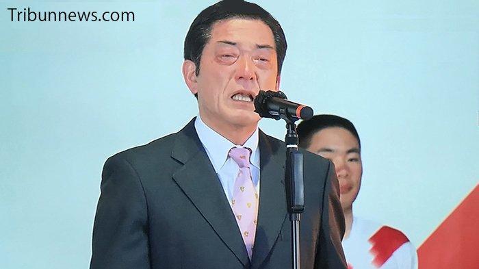 Gubernur Ehime Jepang Menangis Terharu Saat Kotanya Dilewati Estafet Obor Olimpiade
