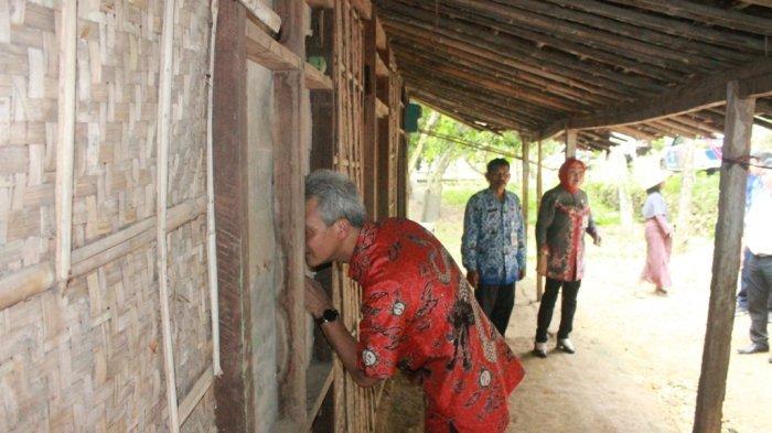 Melintas di Grobogan, Ganjar Mendadak Berhenti Lihat Rumah Ini dan Mengintipnya, Ada Apa?