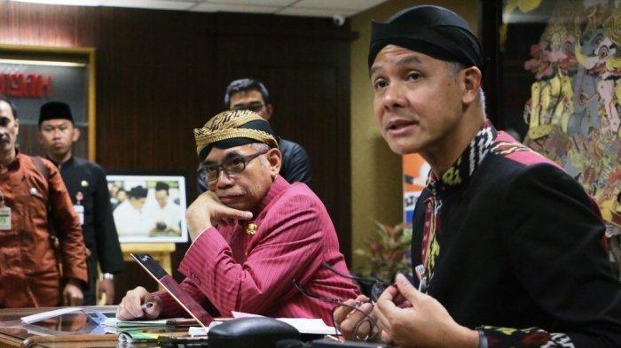 Gubernur Jawa Tengah, Ganjar Pranowo didampingi Wakil Gubernur dan Kepala Dinas Kesehatan, Yulianto Prabowo (kiri). (Tribun Jateng/Hermawan Handaka)
