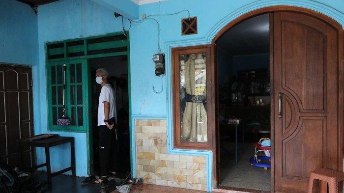 Ketika Ganjar Pranowo Menengok dan Menunjukkan Kamar Kosnya Kepada Sang Anak
