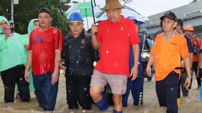 Gubernur Olly Dondokambey Temui Langsung Korban Banjir dan Longsor di Manado